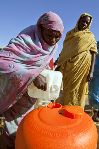 Women filling an Hippo Water Roller in a water point in Abu Shouk camp for internal displaced people. © UN Photo/Albert Gonzalez Farran